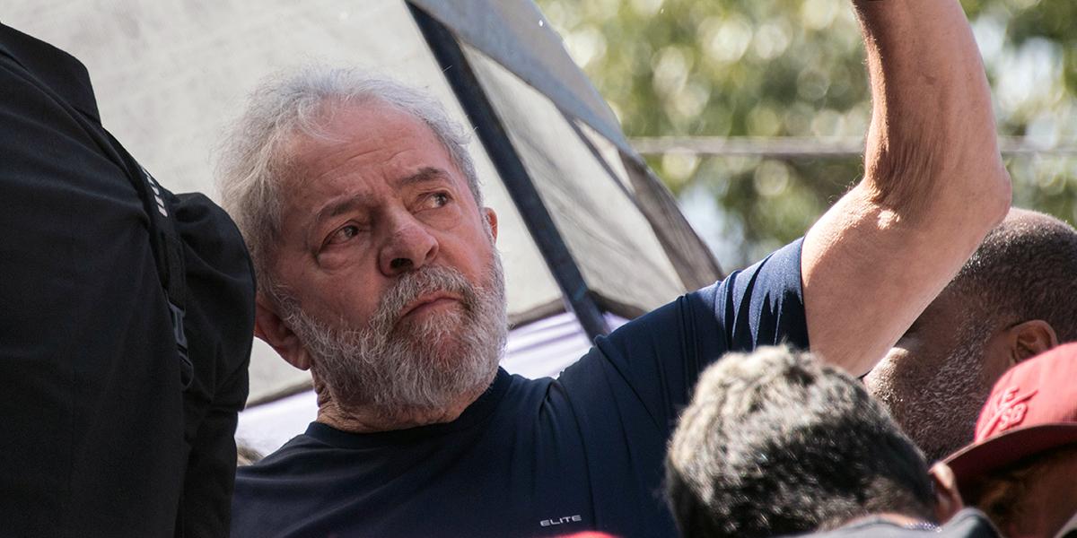 Lula con 39 % de intenciones de voto en presidenciales de Brasil, pese a estar detenido