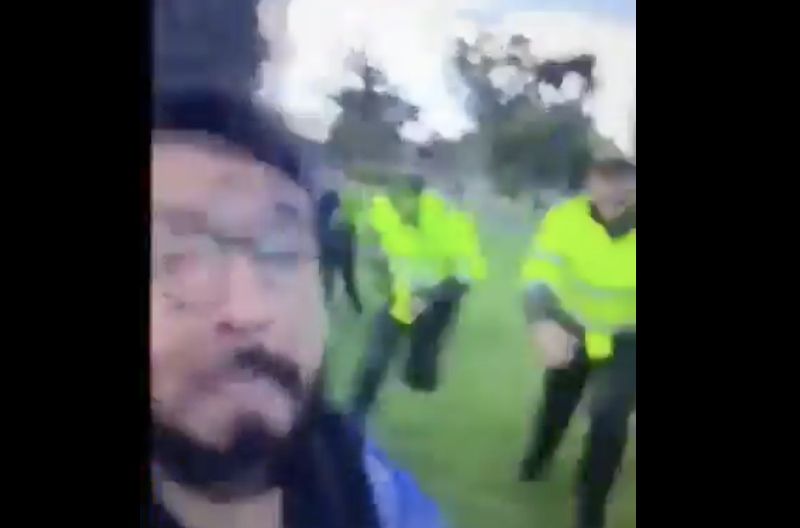 Se grabó insultando a unos policías y terminó provocando toda una persecución