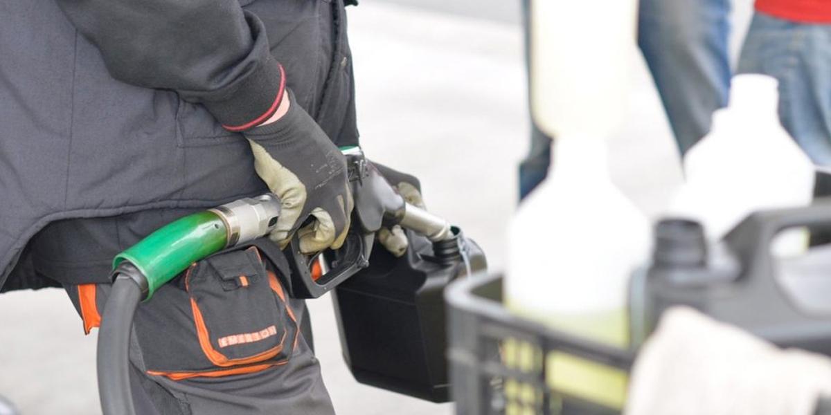 Gasolina podría bajar hasta $ 620 si se ajusta el IVA