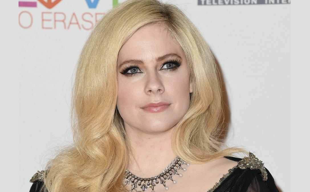 """Desgarradora carta de Avril Lavigne a sus fans: """"Acepté la muerte"""""""