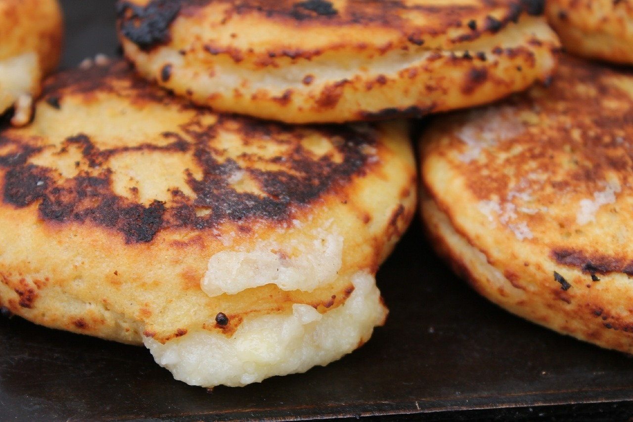 La arepa, el carbohidrato más asequible y más presente en la mesa de los colombianos