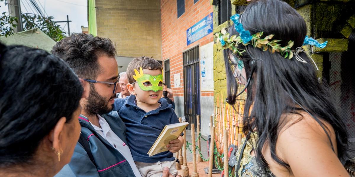 Con hadas, el Metro de Medellín celebra Halloween