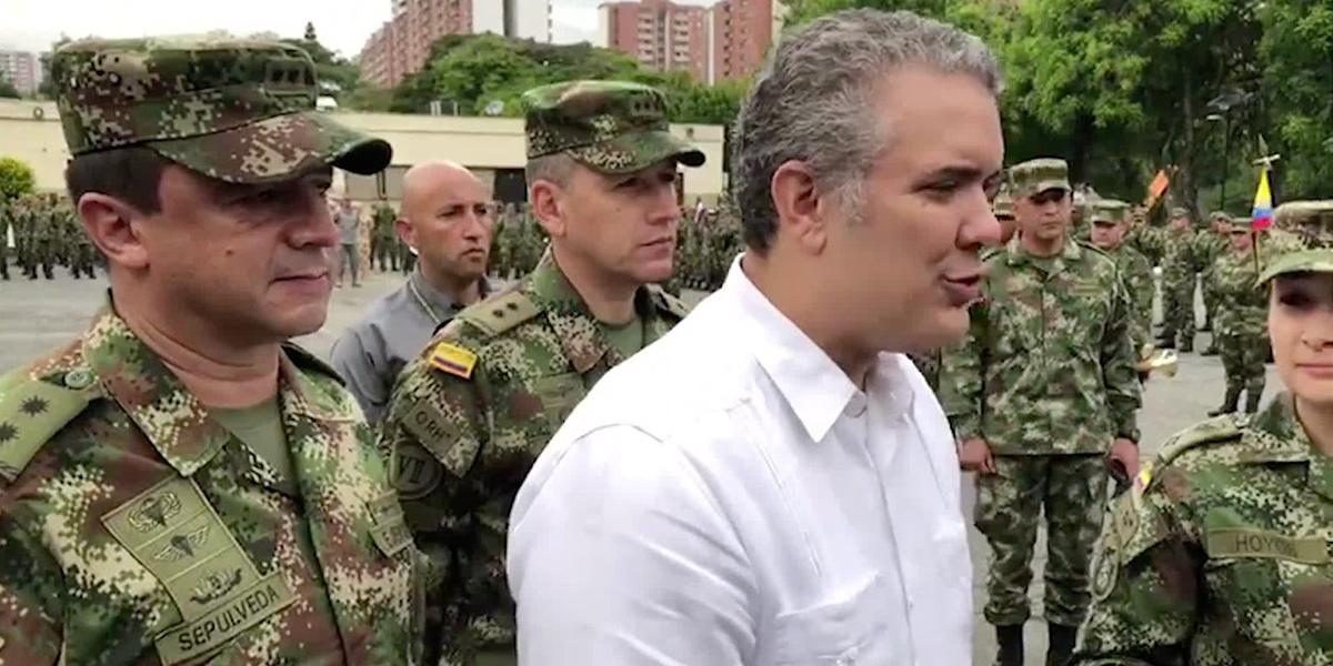 'No hay responsabilidad más grande que proteger a un pueblo': Duque a soldados del Ejército