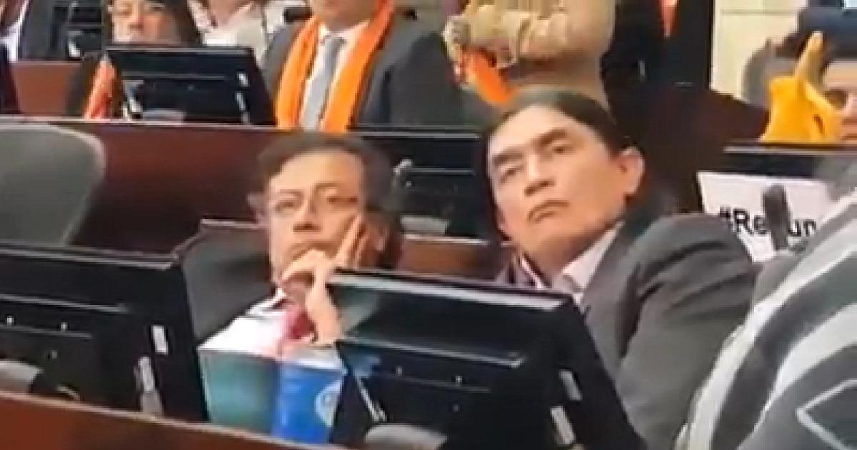 La cara de Petro mientras en el Congreso mostraban video recibiendo fajos de billetes