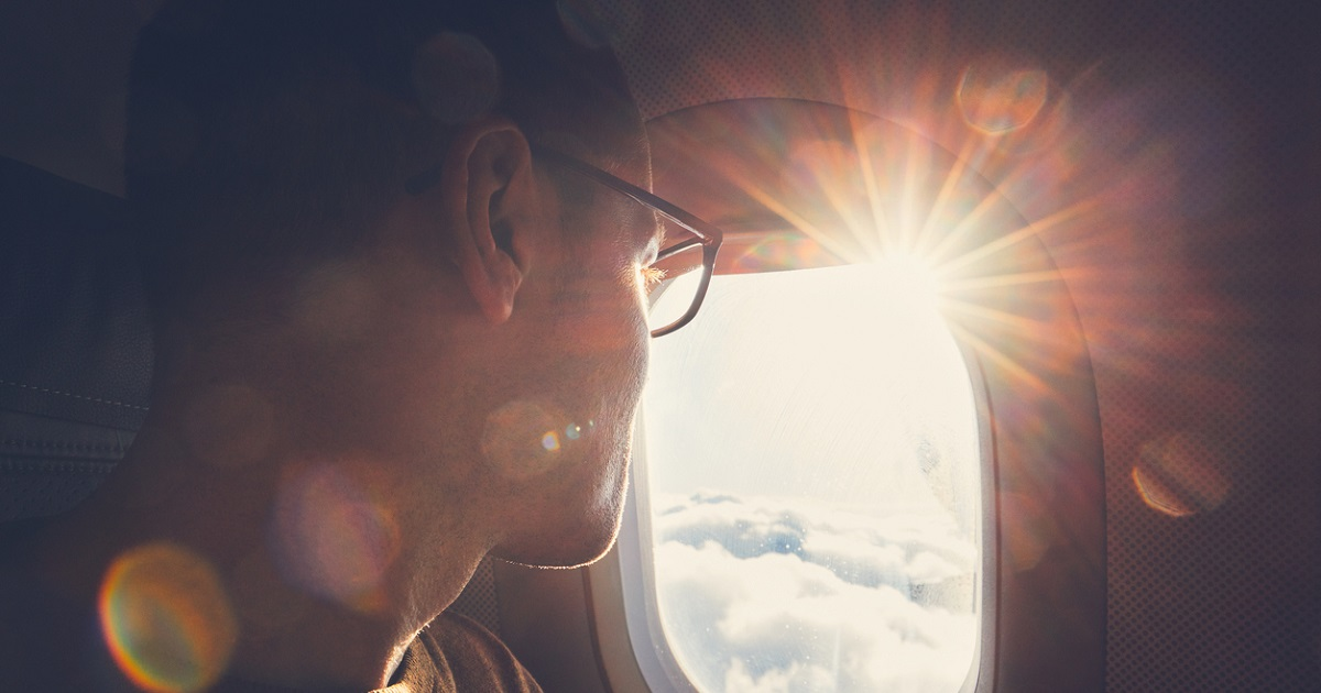 Joven de 21 años se tomó esta selfie en un avión y fue interrogado 10 horas por terrorismo