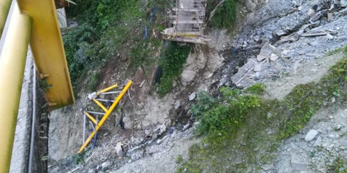 Finaliza rescate de víctimas mortales que dejó colapso de parte de estructura de puente en vía al Llano