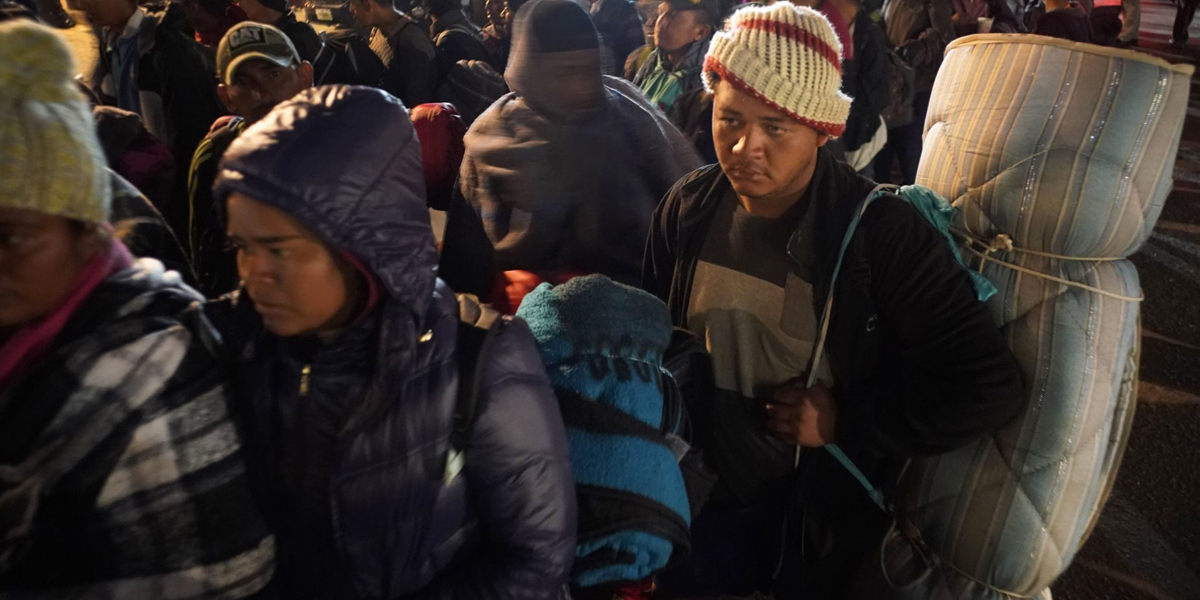 Caravana de migrantes se reagrupa en Tijuana, México