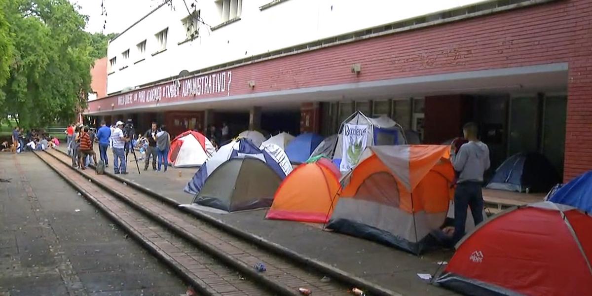 Estudiantes de la Universidad del Valle continúan en paro