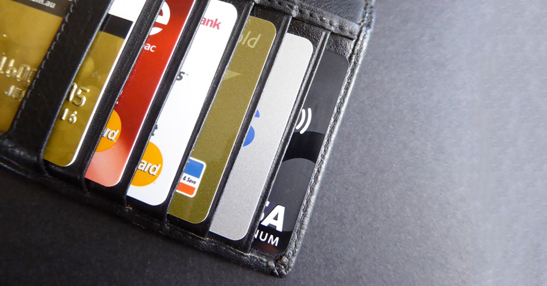 Tarjetas crédito y débito: los cobros que se eliminarían si se aprueba este proyecto de ley