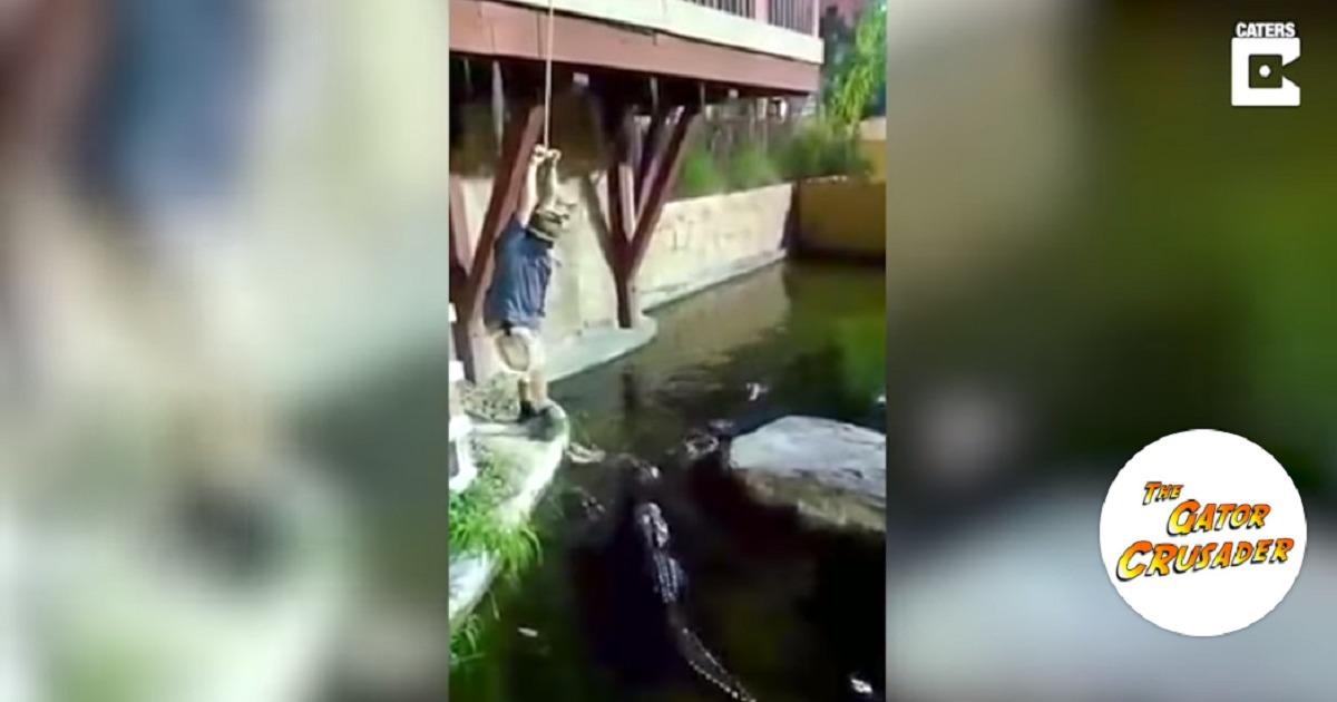 Una cuerda se rompió en pleno show y un hombre cayó a lago lleno de caimanes