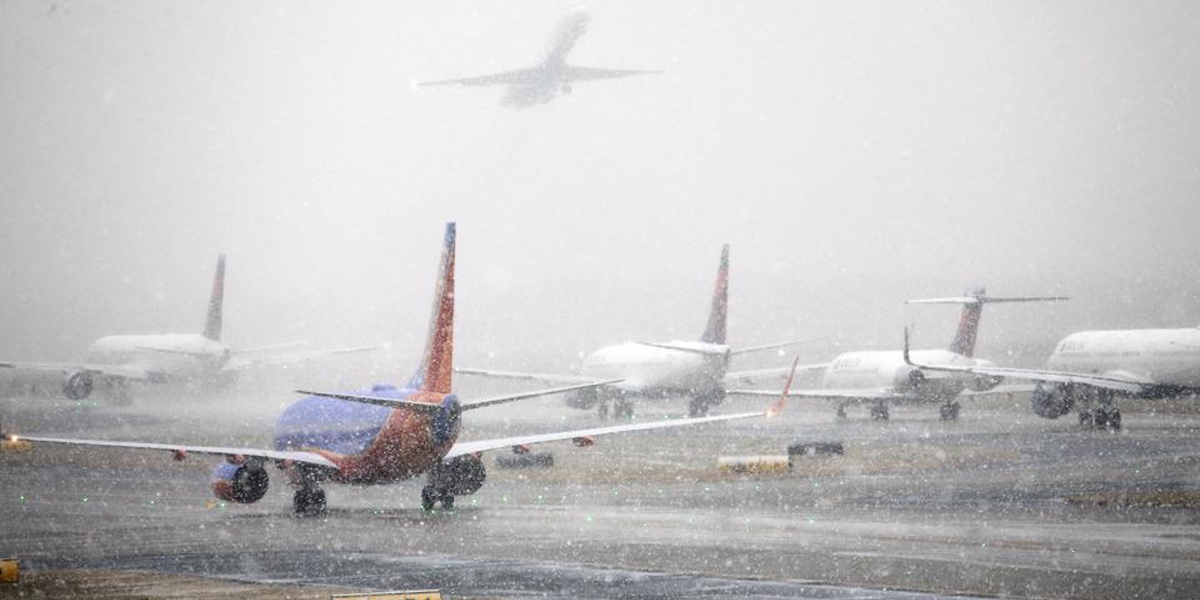Cientos de vuelos cancelados por tormenta en Estados Unidos