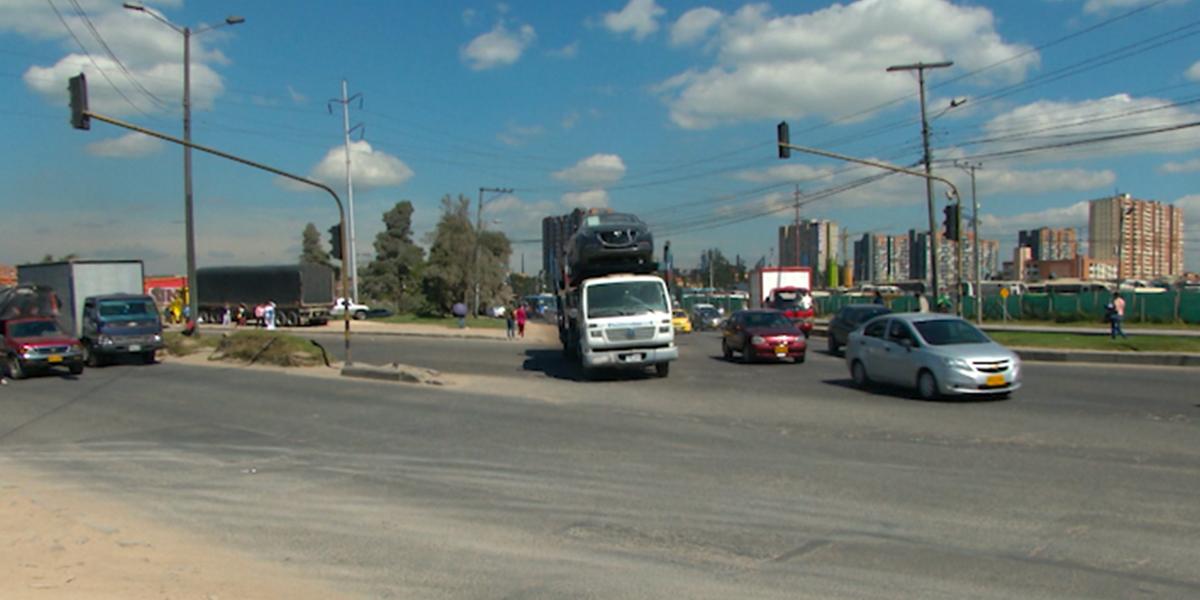 Inició el cobro de comparendos a vehículos de carga por la calle 13 en Bogotá