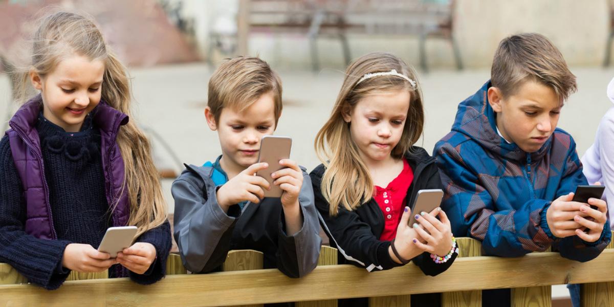 Los peligros silenciosos de que los niños pasen mucho tiempo frente a las pantallas