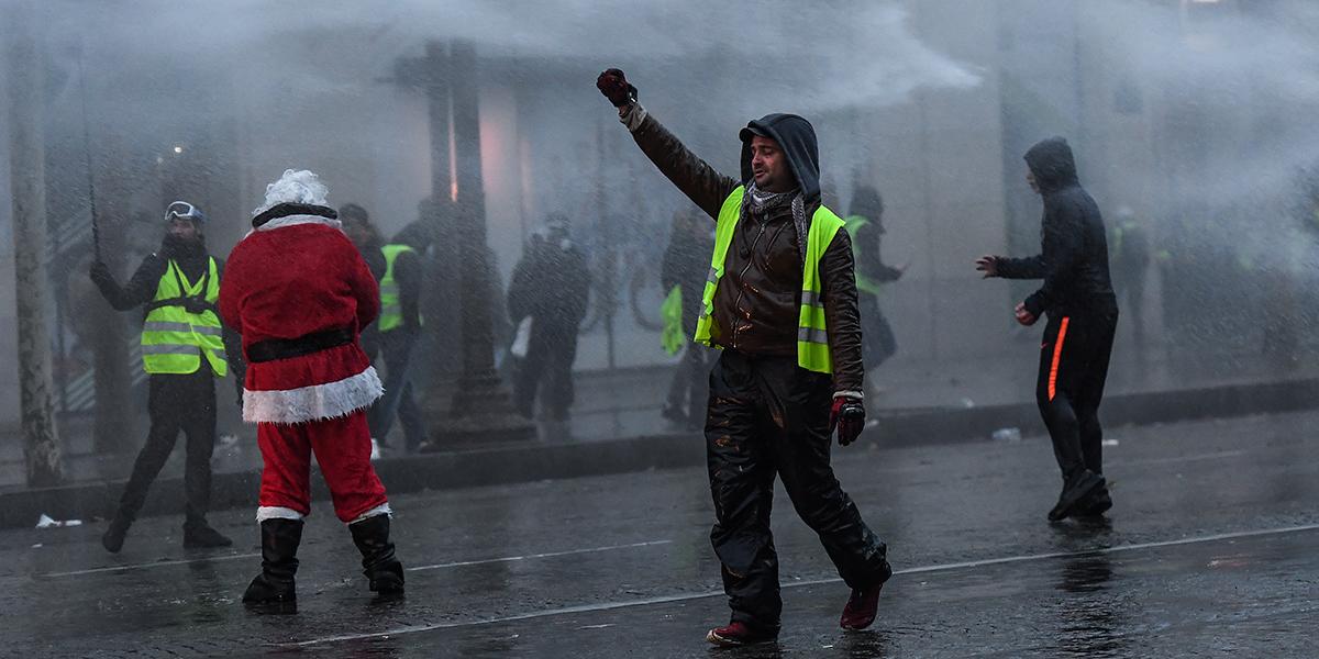 Gobierno francés admite errores ante protestas de chalecos amarillos