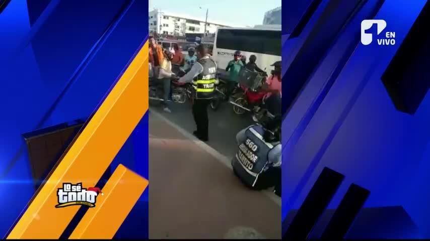 Agentes de tránsito, uniformados, fueron sorprendidos conduciendo borrachos