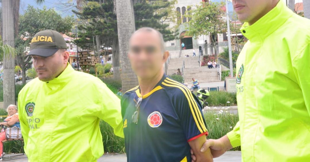Capturan a docente que abusaba sexualmente de alumna con discapacidad en Medellín