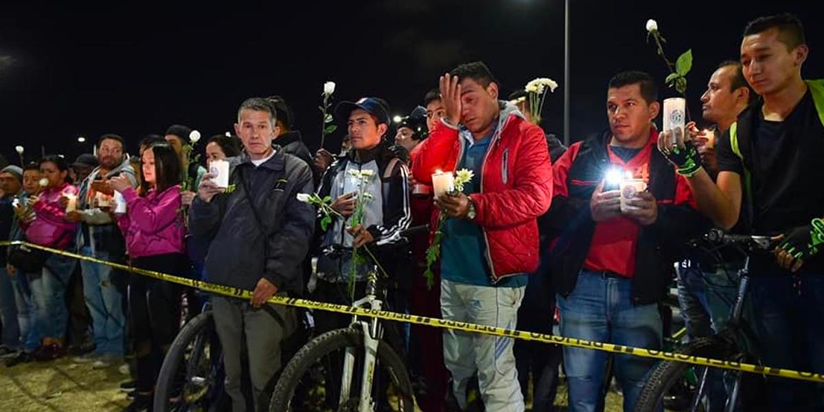 Cientos de personas rinden homenaje a víctimas de atentado en Escuela de Policía