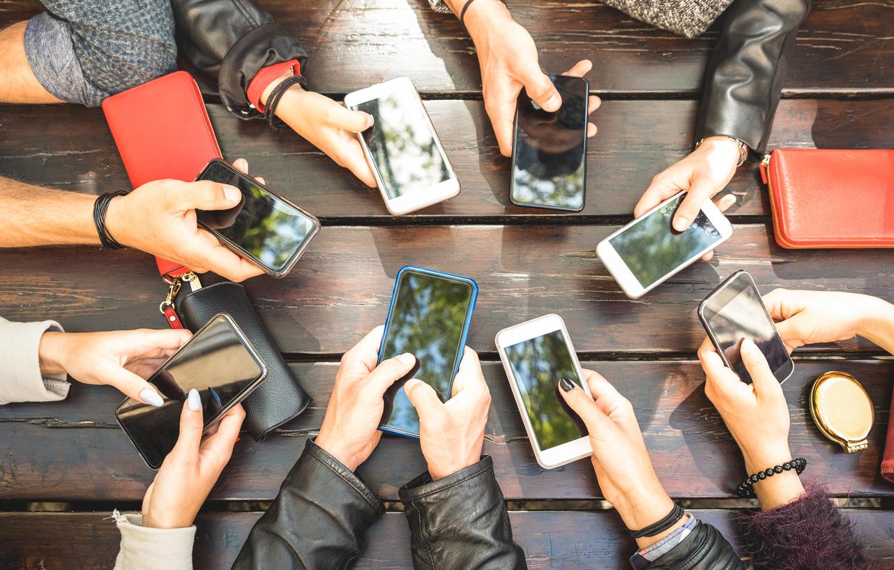 Gama media, la reina en venta de celulares en Colombia