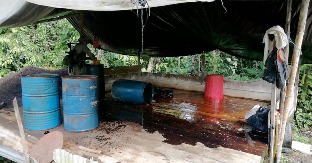 Policía destruye laboratorio de coca y estupefacientes en Cauca y Nariño