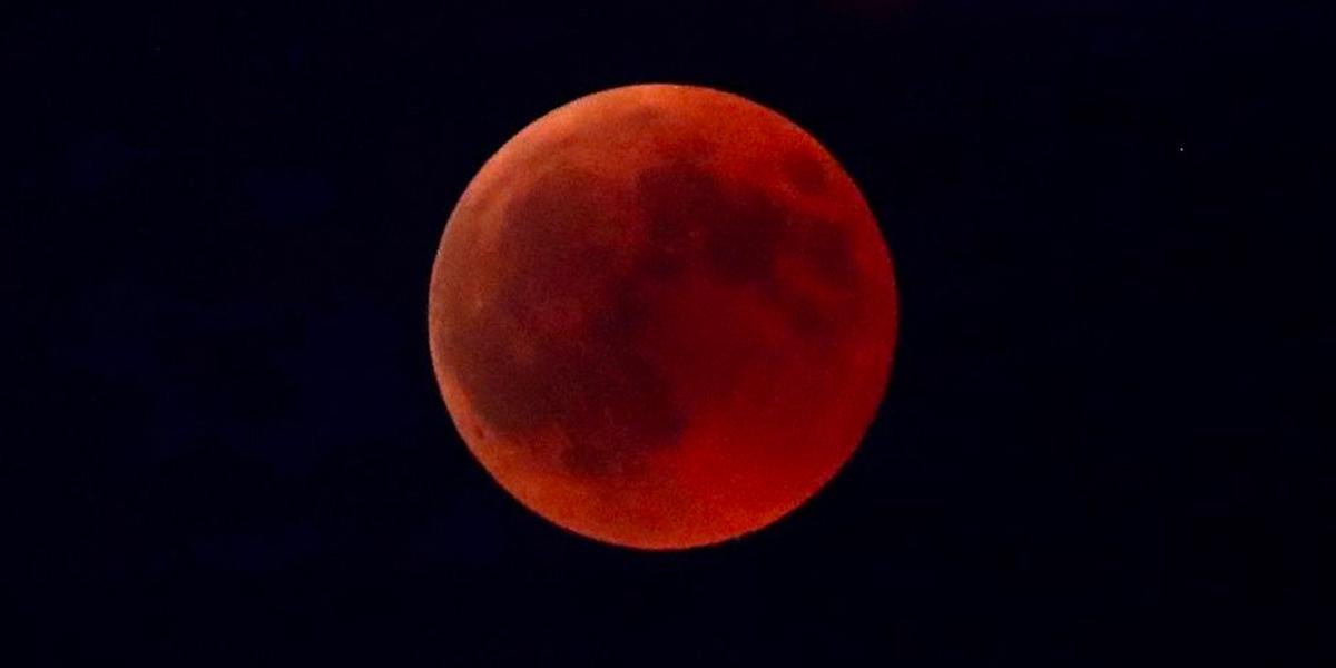 El mundo se prepara para ver el eclipse de Luna este domingo