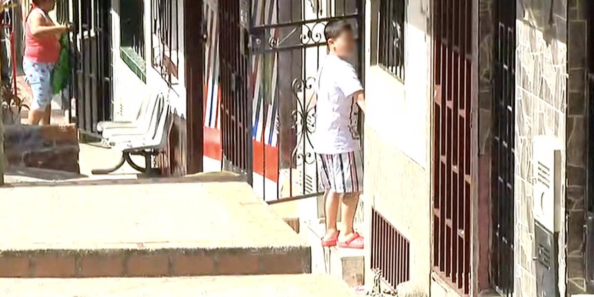 Un menor herido por accionar arma de fuego que encontró cerca a su vivienda en Medellín