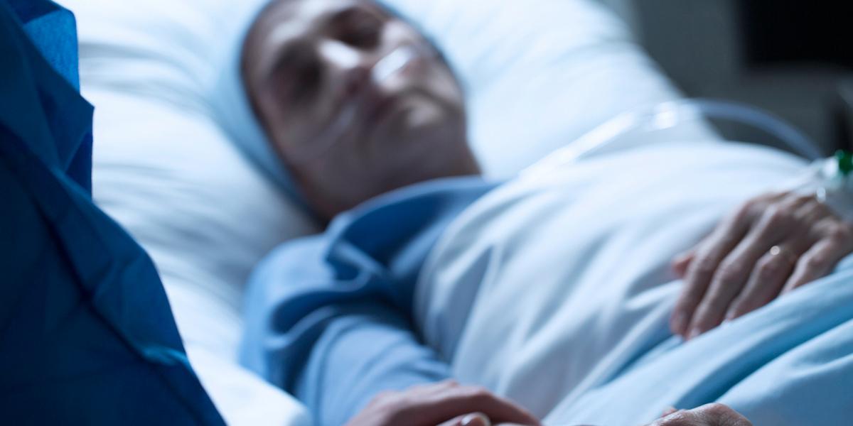 """""""Es una forma muy bella de morir"""": pareja de paciente a quien le practicaron la eutanasia"""