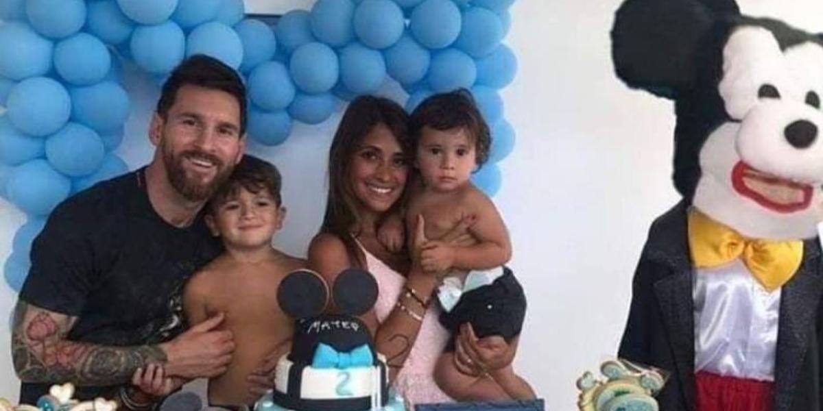"""¿Real o montaje? La verdad sobre la foto de Messi por la cual lo tildan de """"tacaño"""""""