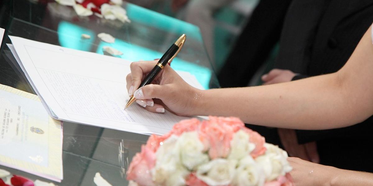 Notarios revelan que matrimonios con grandes diferencias de edad son muy comunes