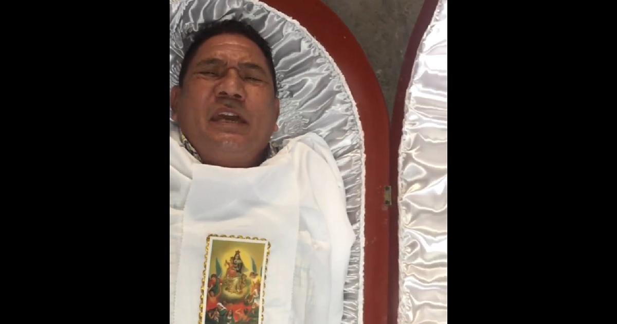 """Con este video, funeraria 'invita' a la gente a morirse para """"disfrutar"""" de sus ataúdes"""