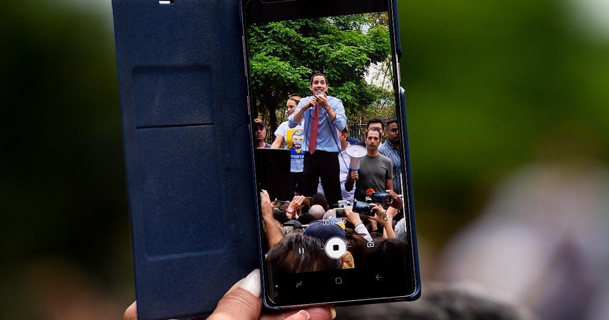 """Guaidó anuncia que """"muy pronto"""" reclamará la oficina presidencial en Miraflores"""