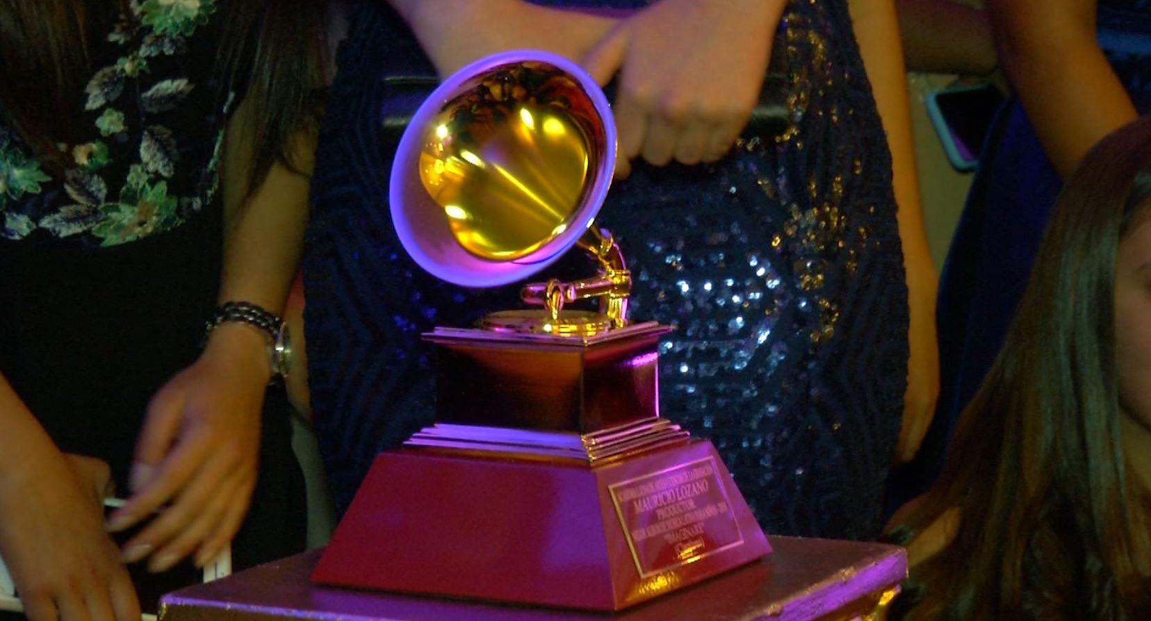 Claraluna recibió al fin el Latin Grammy obtenido en noviembre del 2018