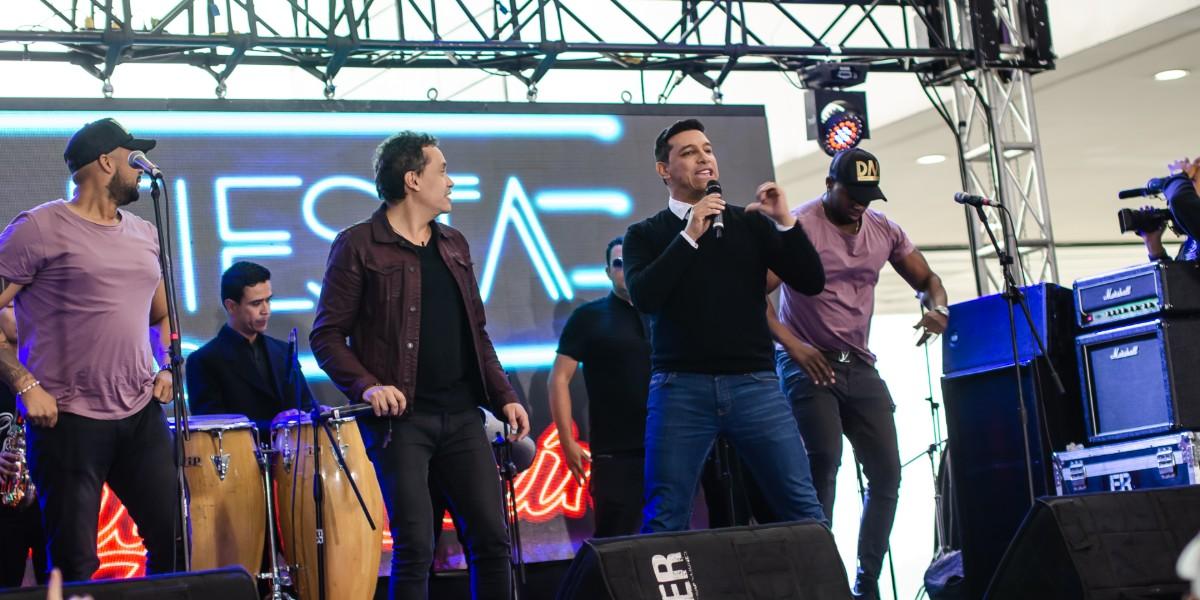 Camilo Cifuentes cantó un 'bolerito' con las voces de Homero, el Tino y Julio Iglesias