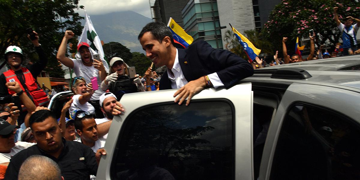 Juan Guaidó regresó a Venezuela en medio de multitudinario recibimiento
