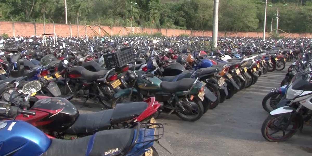 Más de 12.000 vehículos colapsan la dirección de Tránsito de Bucaramanga