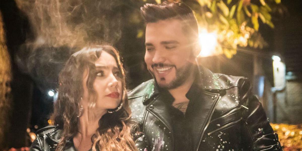 En pleno concierto Jessy Uribe intentó robarle un beso a Paola Jara, pero a ella no le gustó
