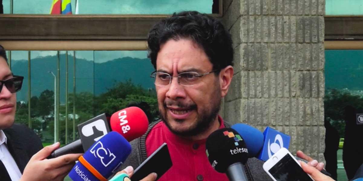 Senador Iván Cepeda denunció un complot contra él y su esposa