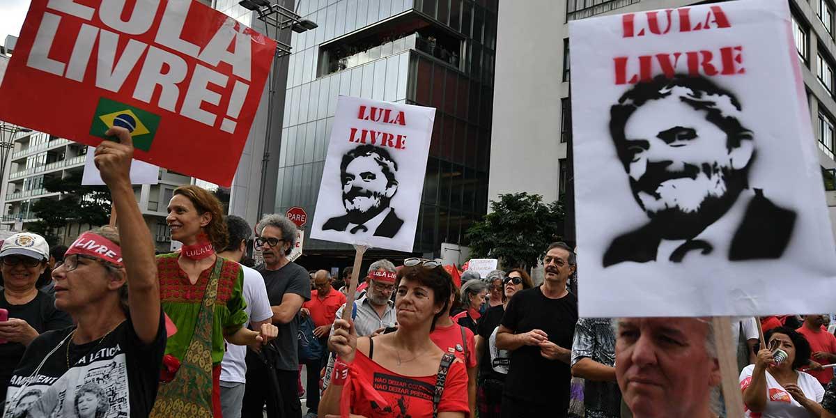Miles de personas piden liberación de Lula cuando cumple un año de prisión en Brasil