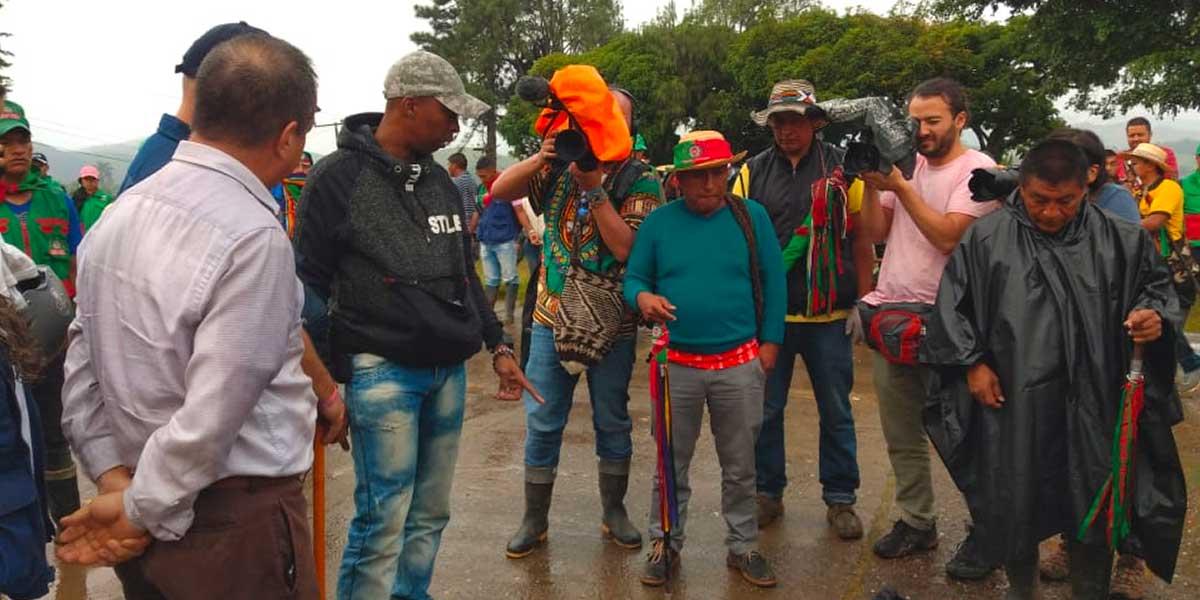 Minga indígena entrega a patrullero de la Policía, supuestamente infiltrado en el Cauca
