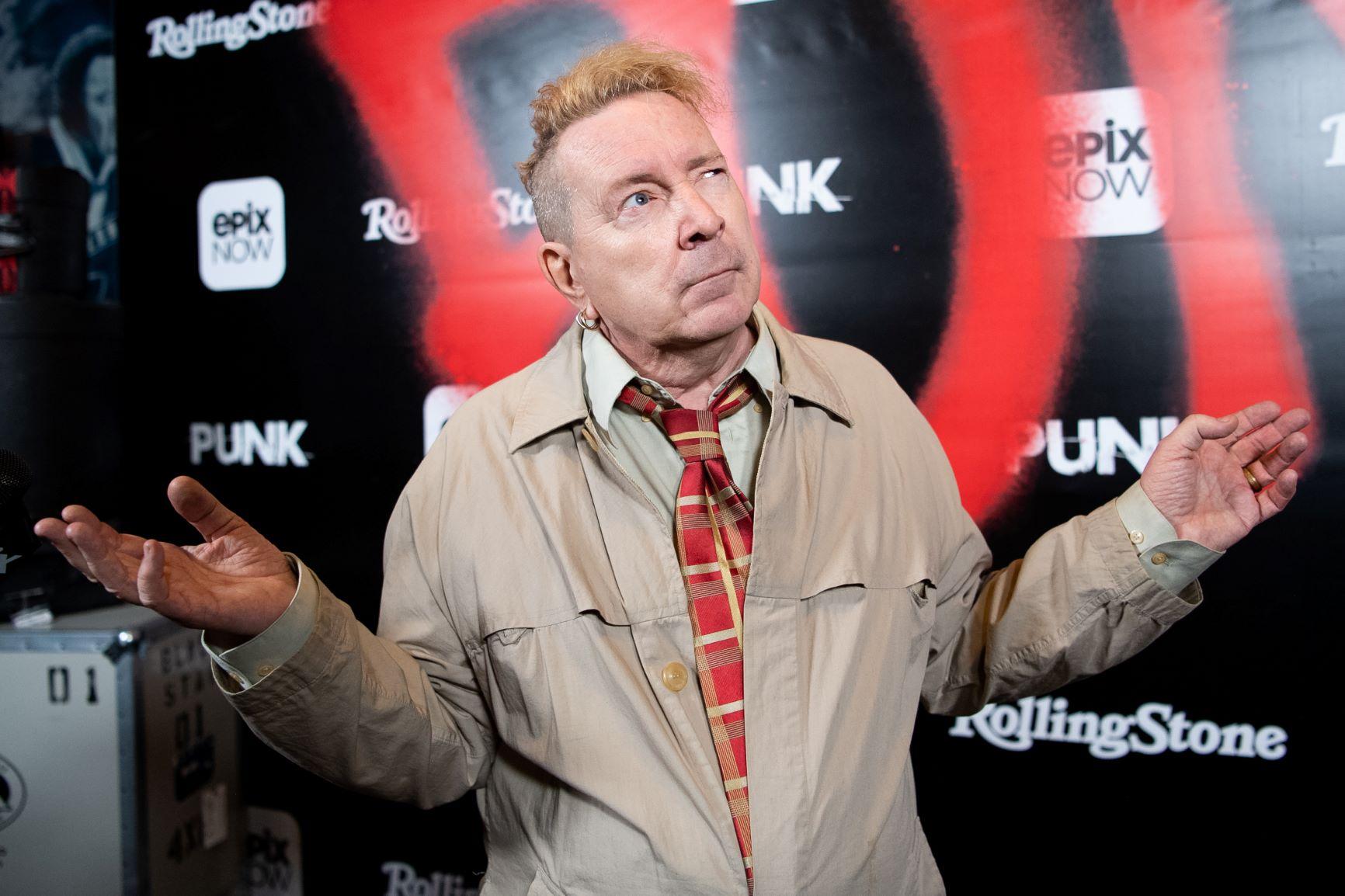 Cantante de los Sex Pistols se queja de los habitantes de calle por invadir exclusivo barrio de L.A.