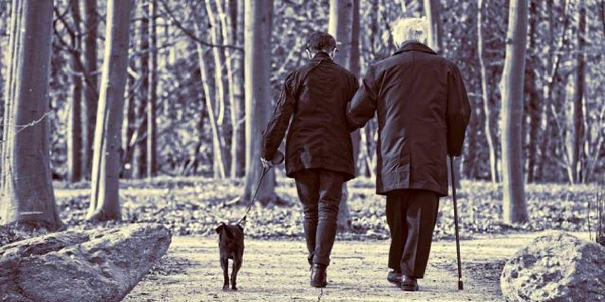 Según OMS, esperanza de vida es 4,4 años menor en hombres que mujeres