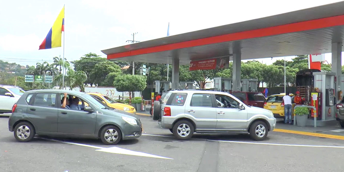 Largas filas por escasez de gasolina y ACPM en Cúcuta