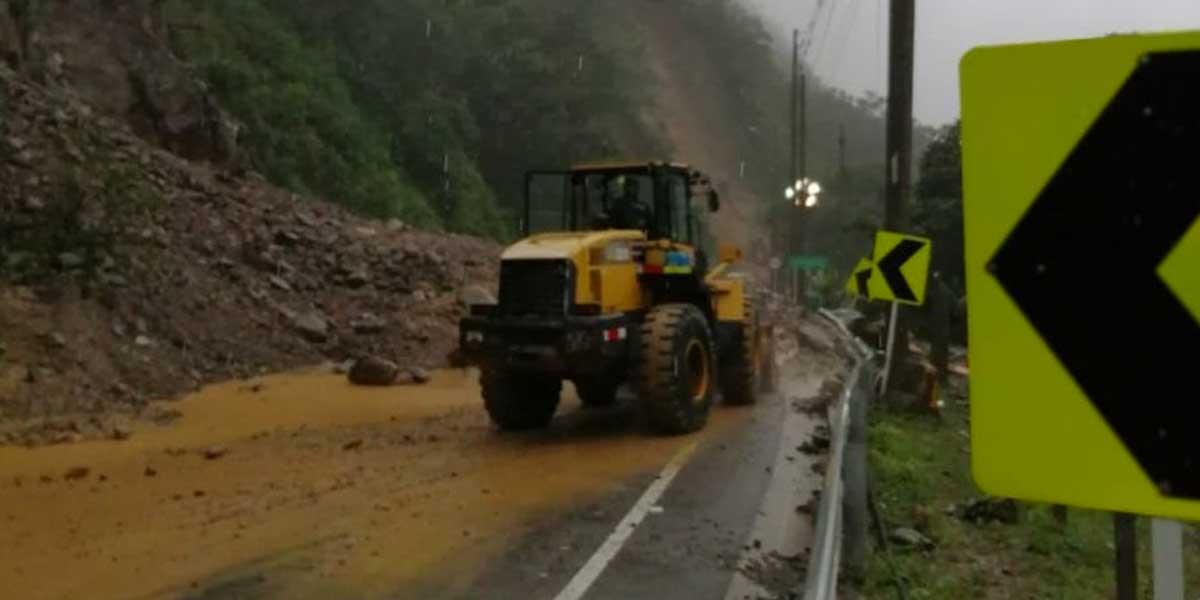 Continúa cierre preventivo por remoción de escombros tras derrumbe en vía al Llano