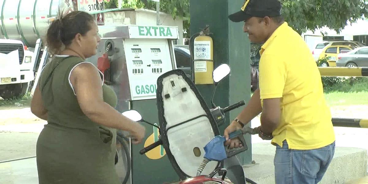 Por escasez de combustible, conductores trasnochan para lograr tanquear en La Guajira