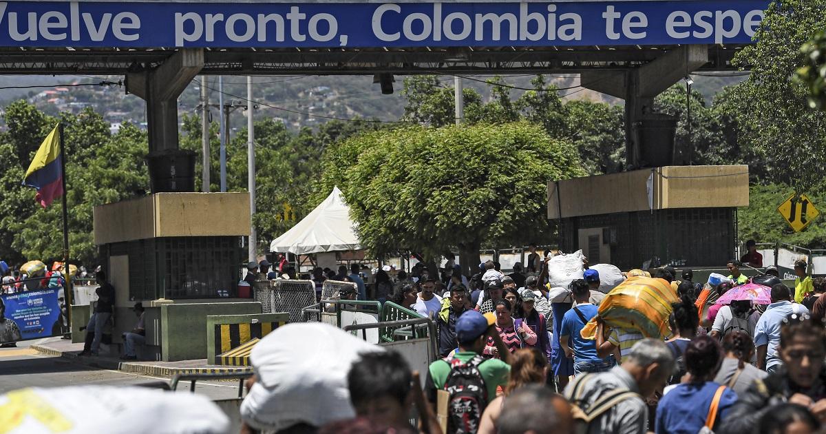 Migrar de una Venezuela en crisis a una Colombia en guerra
