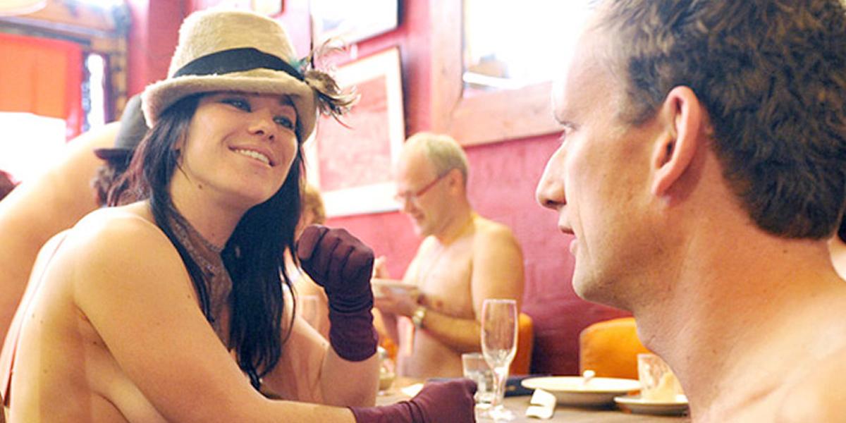 Beber una cerveza al desnudo ya es posible en el primer pub nudista de Londres