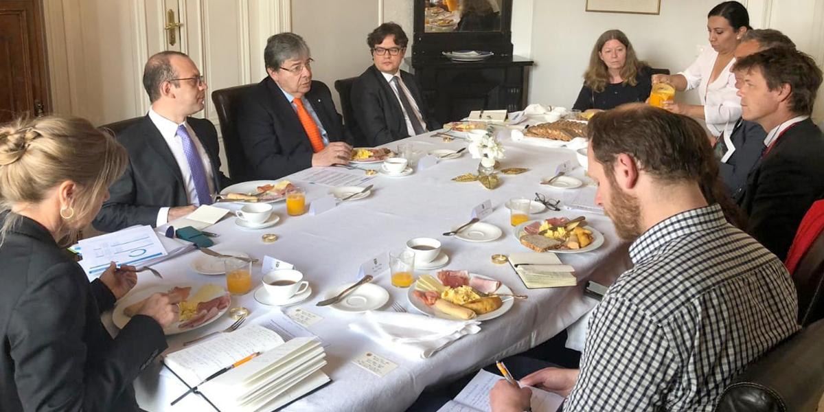 Canciller Trujillo sostiene encuentro en Noruega con ONG que hacen presencia en Colombia