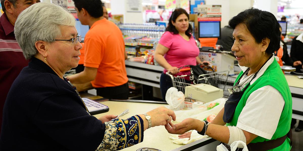 Beneficios tributarios a empresas que contraten mujeres mayores de 40 años y hombres de 50