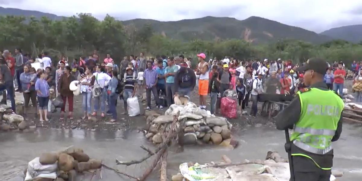Autoridades impiden paso de migrantes venezolanos por trochas de frontera