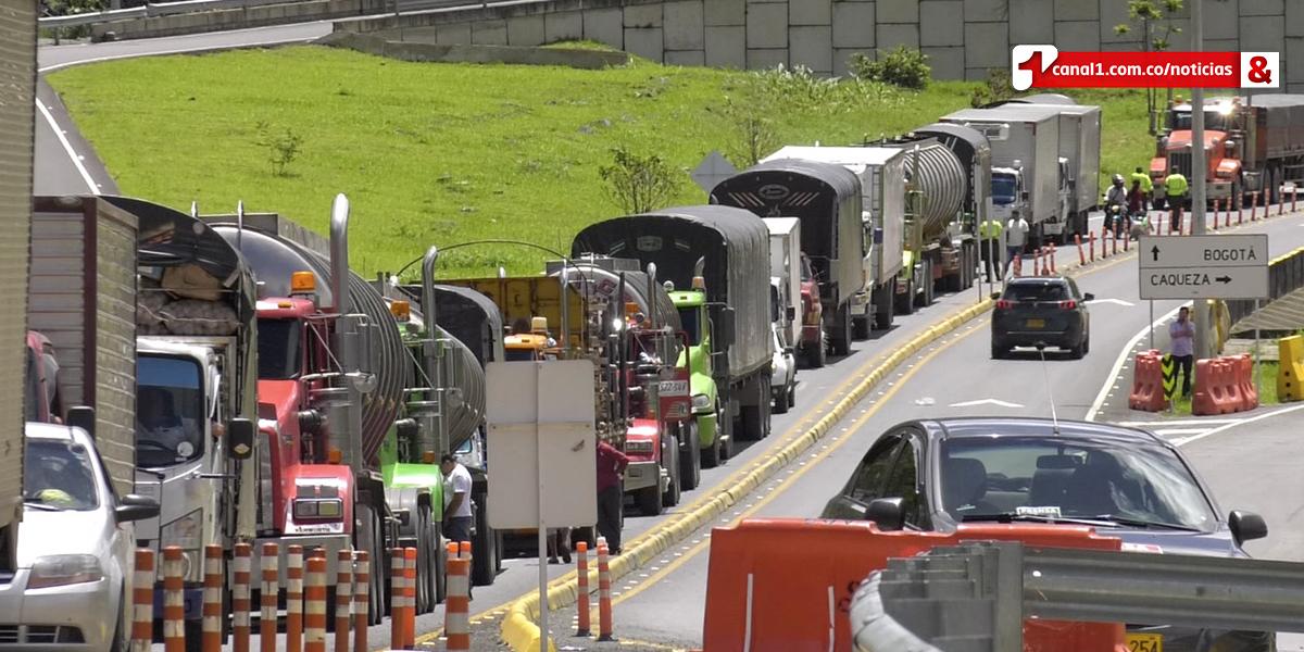 Denuncian que conductores represados en vía al Llano cruzaron peajes sin autorización y violaron restricción