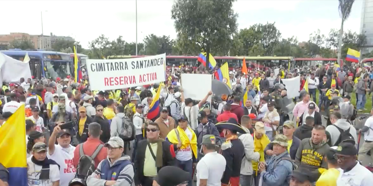 Protesta de militares retirados colapsó la calle 26